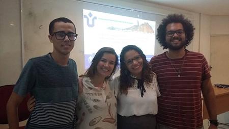 Priscyla e três colegas do museu de Geodiversidade, entre eles Aline Rocha e Renan Gomes
